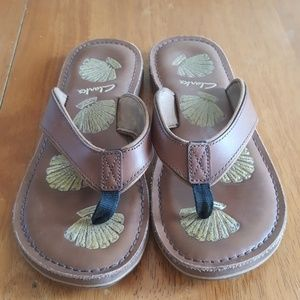 NWOB Clarks Thong Leather Sandles